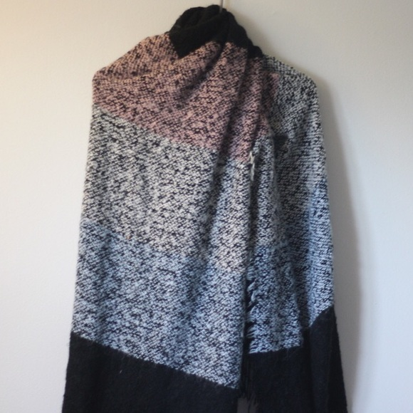 H&M OVERSIZED BLANKET  WINTER SCARF